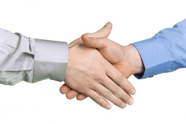 заражение может произойти при рукопожатии