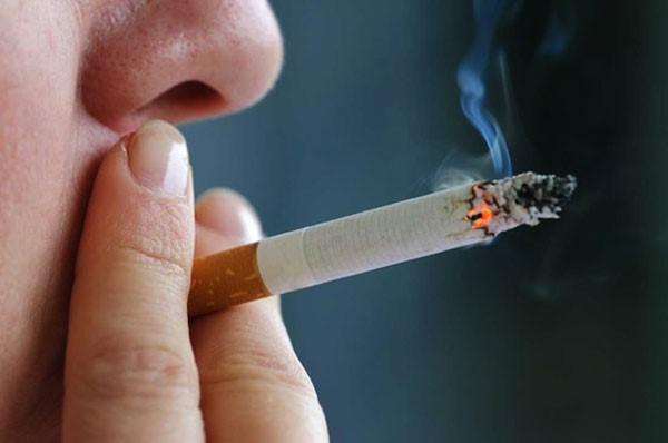 у курящих людей риск заражения впч выше, чем у некурящих