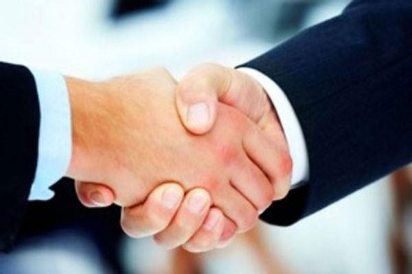 заражение может произойти через рукопожатие