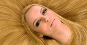 Изображение девушки блондинки к статье о папилломавирусе человека