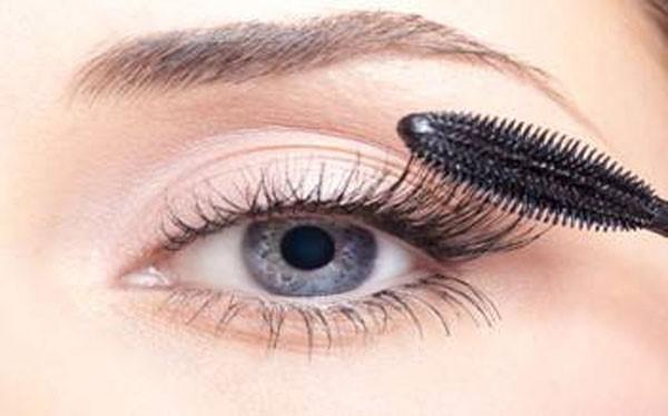 применение чужих косметических средств может вызвать заражение