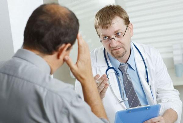 только врач может определить причину высыпаний и назначить правильное лечение