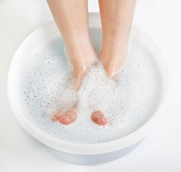 перед тем, как накладывать пластырь, пораженный участок кожи надо размягчить