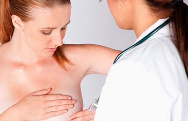 осмотр молочных желез маммологом